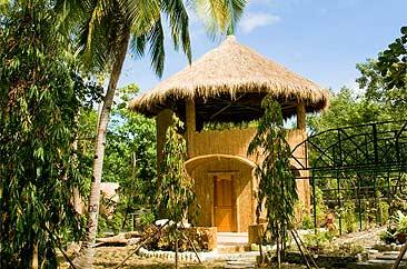 unterkunft hobbit haus im la estrella beach resort cabilao philippinen. Black Bedroom Furniture Sets. Home Design Ideas